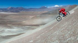 establecio un nuevo record mundial de velocidad en bicicleta