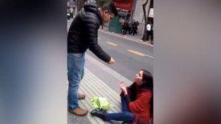 Video viral: ella le pide matrimonio y él la rechaza