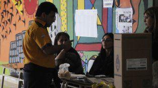 El Correo Argentino es el encargado de llevar las urnas hasta el local de votación.