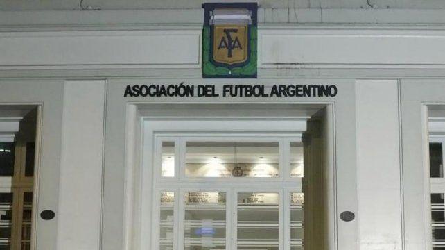 Cuántos jugadores podrán incorporar los clubes que tengan deuda en AFA
