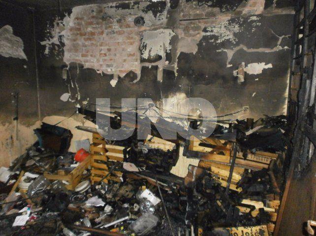 El incendio se produjo en un departamento del monoblock 13 de barrio Las Flores