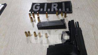 Arma de guerra. Las fuerzas del orden secuestraronuna pistola de fabricación alemana marca Sig Sauer calibre 9 milímetros.