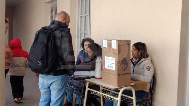 Paso 2017: durante la mañana votó el 35% del padrón electoral