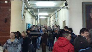 Demoras de hasta una hora para votar en algunas escuelas de Santa Fe