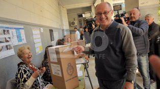 Cantard votó y aseguró que esperará con ansiedad los resultados