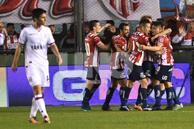 Unión dio el golpe ante Lanús y sigue en la Copa Argentina