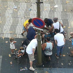 un vehiculo atropello a decenas de personas en el centro de barcelona