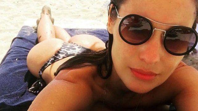 En bikini deslumbró con su belleza en las playas de Ibiza