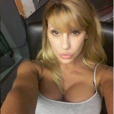 ¡Mirá el descuido ultrahot de Mónica Farro!