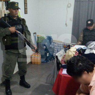 se realizaron 10 allanamientos que terminaron con 5 detenidos, secuestro de armas y drogas