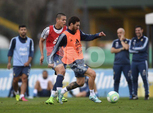 Sampoli le va dando forma al equipo para visitar a Uruguay