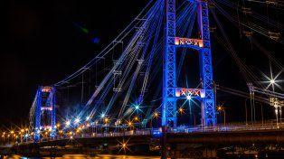 super tc2000: el puente colgante iluminado se suma a la fiesta