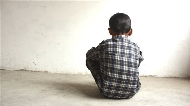 Detuvieron a un joven por abusar de un niño y grabar el hecho