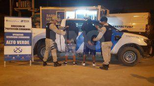 Persiguieron y detuvieron a dos hombres armados en Alto Verde