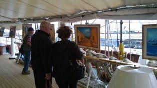 La experiencia de una artista santafesina que exhibe su trabajo en la Fragata Libertad