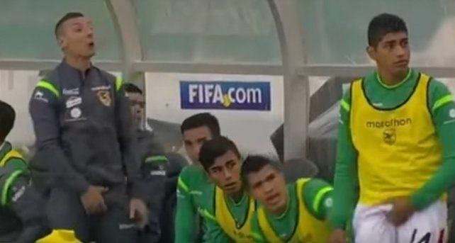 El vulgar gesto de un jugador boliviano en pleno partido que enfureció a todo Chile
