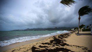 Muertos, destrucción e inundaciones en el Caribe y entra en alerta Florida, EE.UU.