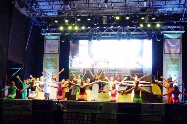 Taller Municipal de Danzas Argentinas dirigido por el Lic. Fabián Fahsbender