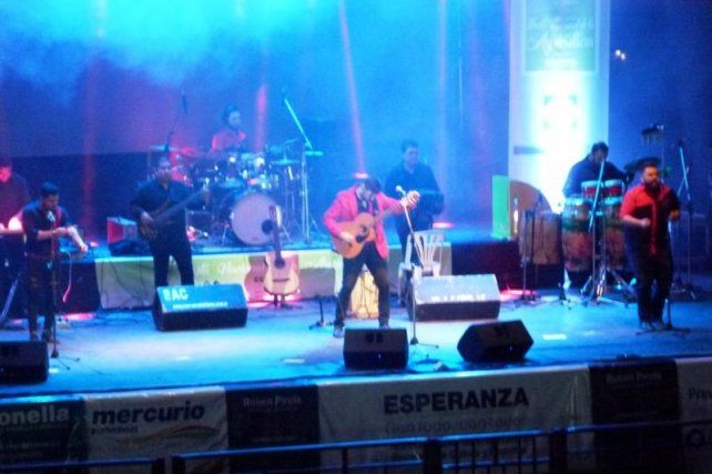 Guitarreros con la participación del Taller Municipal de Danzas Argentinas dirigido por el Lic. Fabián Fahsbender