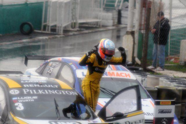 Manu Luque, piloto de UNO Santa Fe, festejó ante un diluvio en Paraná