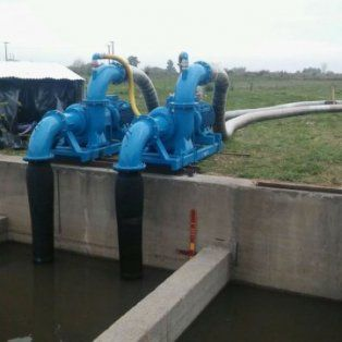 la provincia refuerza el bombeo para bajar el nivel de la laguna de melincue