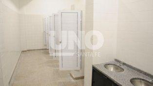 Nuevos. Los baños aún no se pueden usar dado que la empresa no finaliza los detalles.