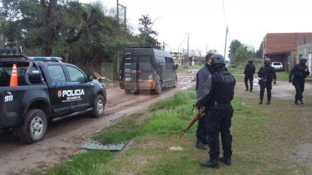 Tres hombres violentos detenidos durante allanamientos en Santa Rosa de Lima