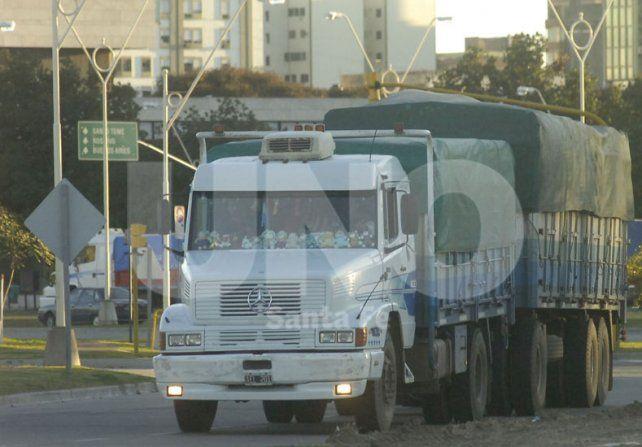 Serán obligatorios los limitadores de velocidad en camiones: ¿A cuánto podrán viajar?