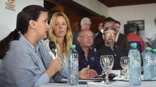 En Reconquista. La vicepresidenta junto a funcionarios locales, nacionales y el candidato a diputado Cantard.