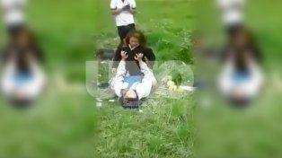 Se escaparon de la escuela y organizaron una orgía en un descampado