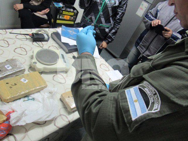 Apresaron a una mujer que recibió cuatro kilos de drogas en una encomienda enviada desde Formosa