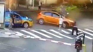 VIDEO: una abuela y su nieto tuvieron una muerte terrorífica al cruzar la calle