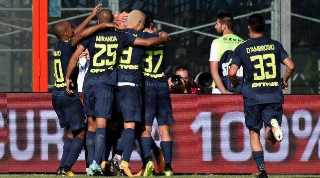 Inter ganó a domicilio y no se baja de la cima