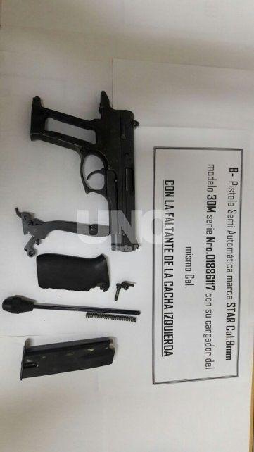 Secuestraron un arsenal de armas y balas de guerra en la casa de una subcomisaria
