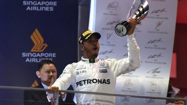 Hamilton ganó en Singapur y se afirmó en la punta del campeonato de la Fórmula 1