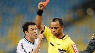 Un árbitro brasileño podría dirigir el trascendental encuentro entre Argentina y Perú