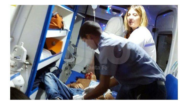 Abatido. El momento en que Alarcón era trasladado al hospital Cullen.