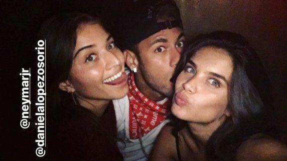 Quiénes son las modelos que se fueron de fiesta con Neymar y Lewis Hamilton