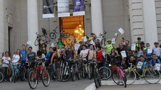 en bici, a pie o en colectivo: un dia sin autos ni motos en santa fe