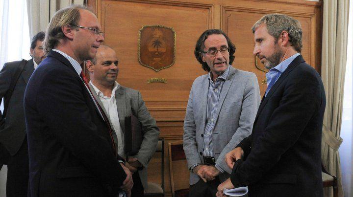 Saglione y Frigerio, se reunieron el año pasado, en Buenos Aires, por los fondos para cubrir el déficit de la Caja de Jubilaciones.