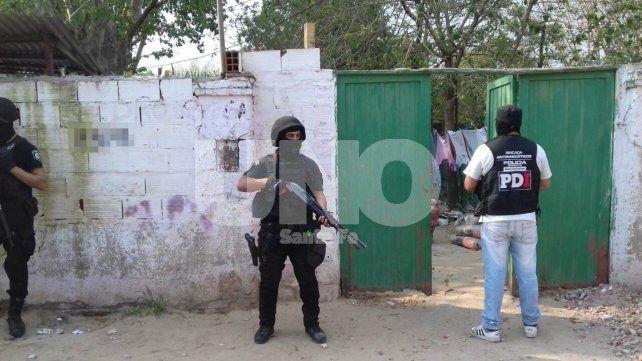 Allanaron una vivienda en Villa Hipódromo y secuestraron cocaína y marihuana