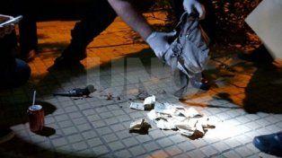 Secuestro. Luego de que el Alarcón fue trasladado al hospital, los peritos secuestraron de su bolso el dinero que robó de la rotisería y el revólver que utilizó en el tiroteo con Navarro.