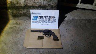 Un revólver 38, con balas y en perfectas condiciones, sin dueño aparente