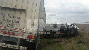 Triple choque entre vehículos con tres muertos en la ruta nacional 33