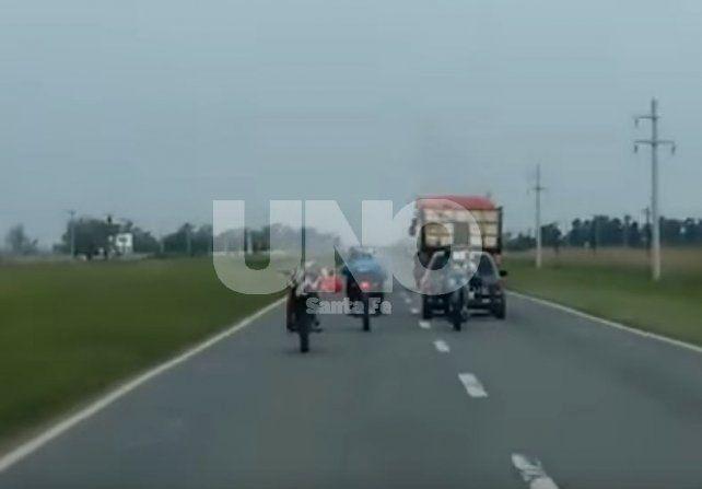 Video: jóvenes motociclistas arriesgando su vida en plena Ruta 34