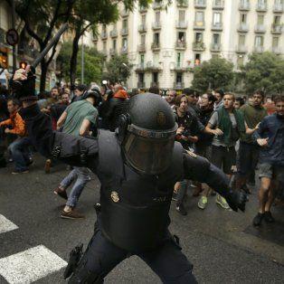 la alcaldesa de barcelona exigio el fin inmediato de las cargas policiales contra poblacion indefensa