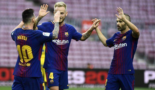 Dos obras maestras de Messi para Barcelona en un vacío Camp Nou