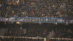 La FIFA multó a la AFA y la advirtió por cantos homofóbicos