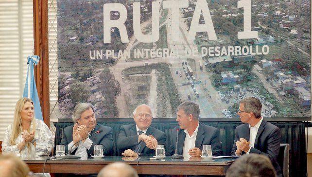 Lifschitz presentó un plan integral de desarrollo para la Ruta 1