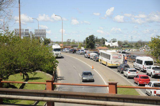 Puente Oroño: esperan que la repavimentación finalice antes de fin de mes